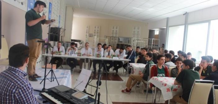 Özel Enderun'da Genç Mikrofon Ses Yarışması Gerçekleştirildi