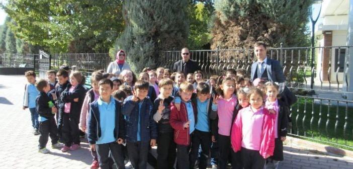 1.Sınıf Öğrencileri Hayvanat Bahçesi`nde