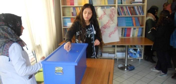 Özel Gençlik Temel Lisesinde Demokrasi Provası