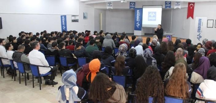Gençlik Temel Lisesi ve Enderun Liselerinin Ortak Programında Şehitlerimiz Rahmet ve Şükranla Anıldı