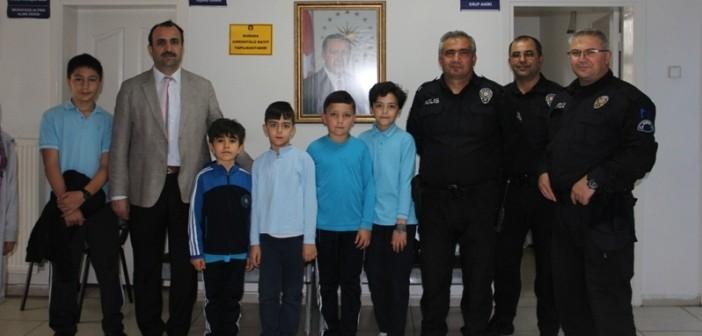 Gençlik, Dutlukır Polis Merkezi'nde
