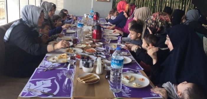 Gençlik Anaokulu ve Gençlik İlkokulu Anasınıfı Anneleri Kahvaltıda Buluştu