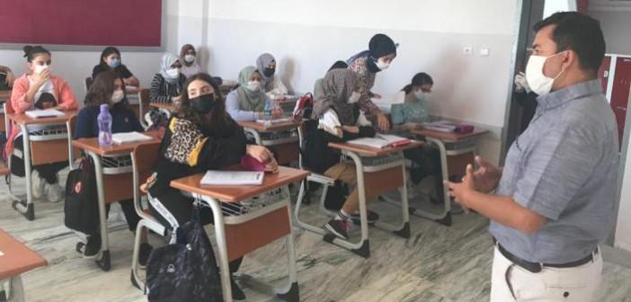Gençlik İlkokulu/Ortaokulu 8. Sınıf Öğrencilerimiz  2020-2021 Eğitim Öğretim Yılına Gerekli Tedbirler Alınmış Bir Şekilde Başladı.
